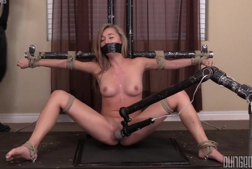 Carolina Sweets – Suffering Sweet 4 (2018/SocietySM.com/DungeonCorp.com/HD1080p)