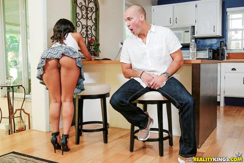 8th Street Latinas: Sophia Leone - Hot Slut Next Door (1080p)