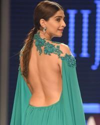 Sexy milky back of Sonam Kapoor
