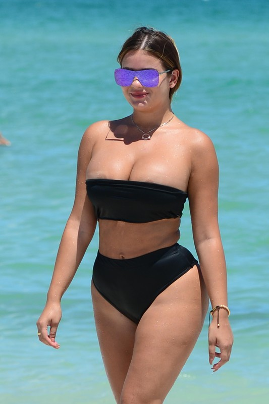 Anastasia-Kvitko-shows-off-her-big-boobs-and-butt-on-the-beach-in-Miami-u6l5w4526a.jpg