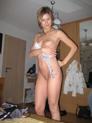 Te quedaste con ganas de ver mas pendejas desnudas? entra!