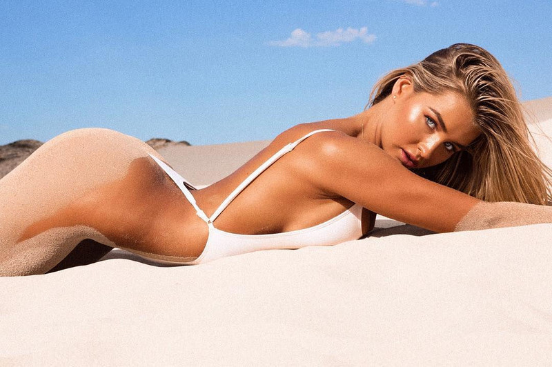 Madi Edwards is a model and blogger with a stunning figure.