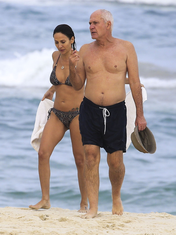 Natalie Imbruglia was spotted in a bikini with her dad at Byron Bay in Australia